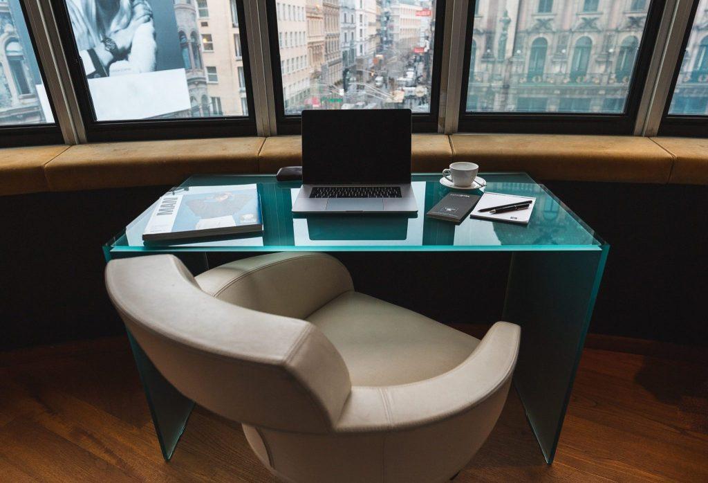 mesa de despacho de vidrio