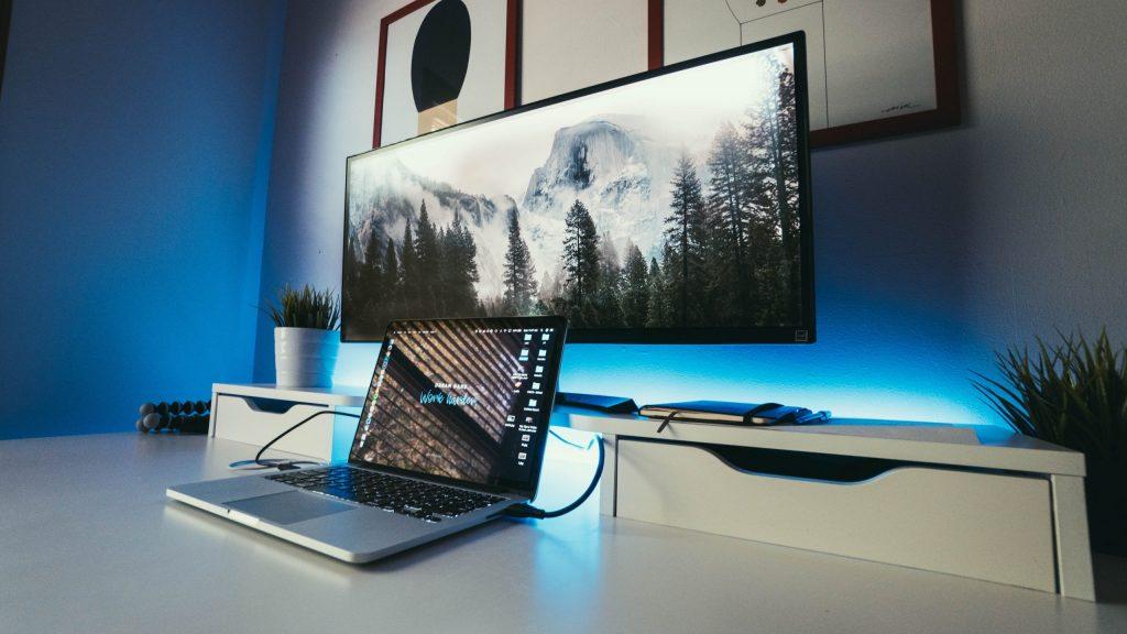 mesa ordenador blanca