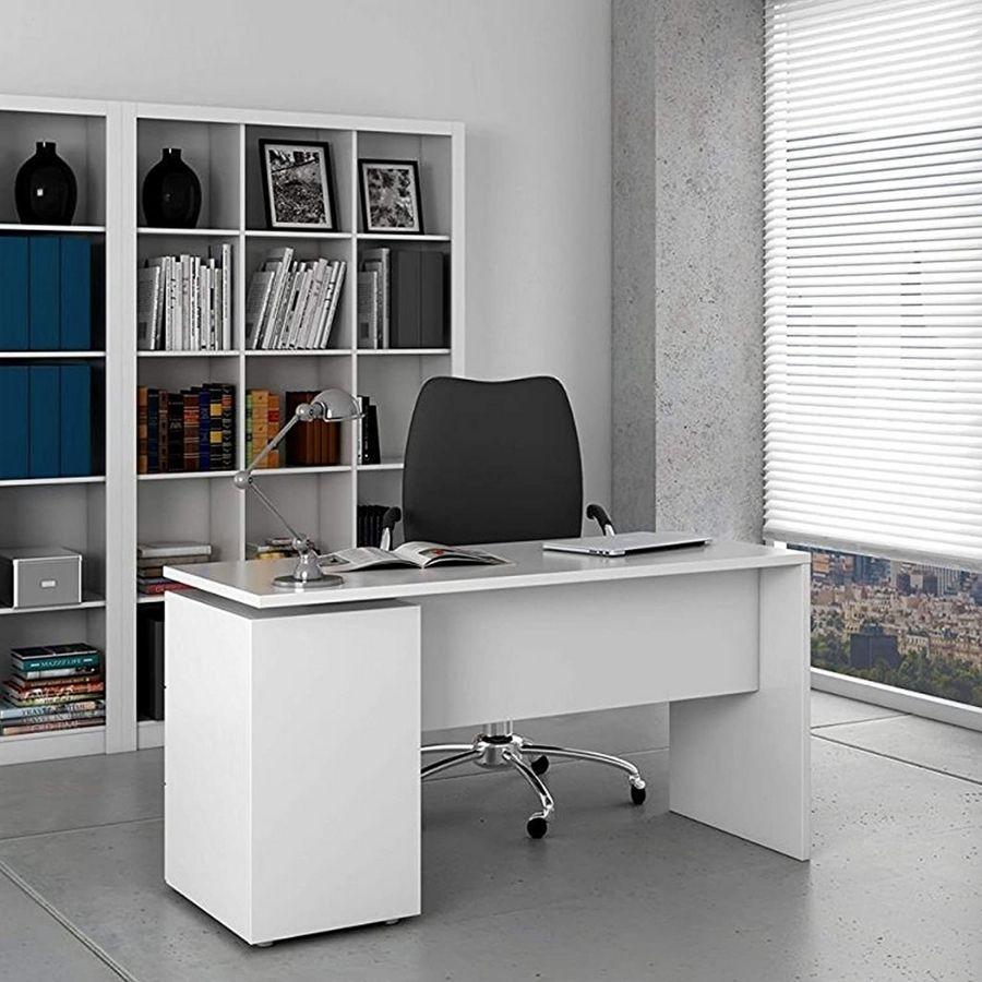 escritorio con cajones de madera